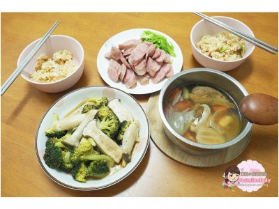 食譜-【電鍋上菜】一次搞定煲仔飯+香腸+蒜香杏鮑菇花椰菜