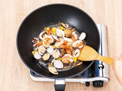食譜-白醬海鮮鳳梨盅