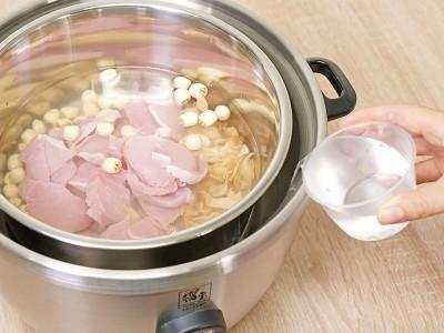 食譜-蓮子百合瘦肉湯