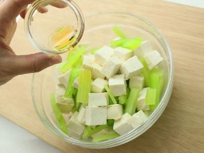 食譜-芹菜拌豆腐