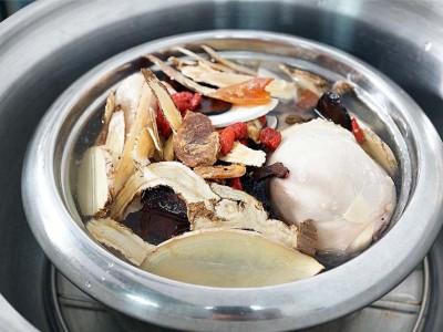 食譜-何首烏燉雞湯