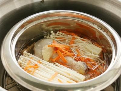 食譜-金針菇燉雞湯